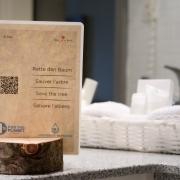 La start-up Simon & Josef propose un room service personnalisable pour améliorer l'impact environnemental des hôtels